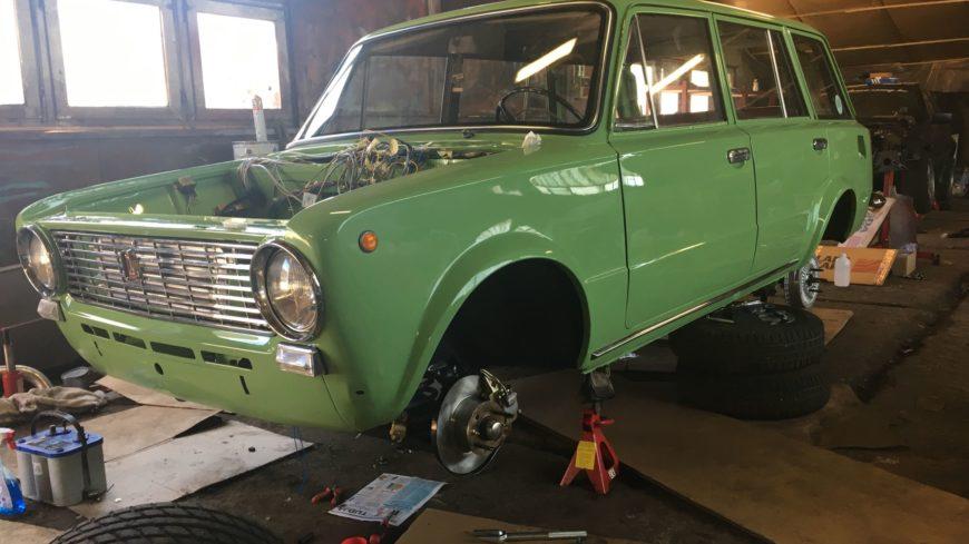 1974-es gyártmányú Lada 2102 felújítása (2015)